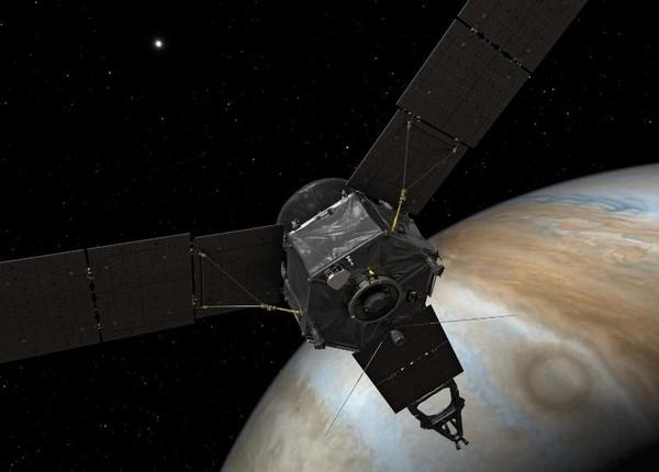 """Космический зонд """"Juno"""" на орбите Юпитера"""