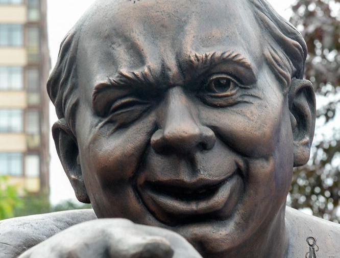 В Москве открыли памятник Евгению Леонову