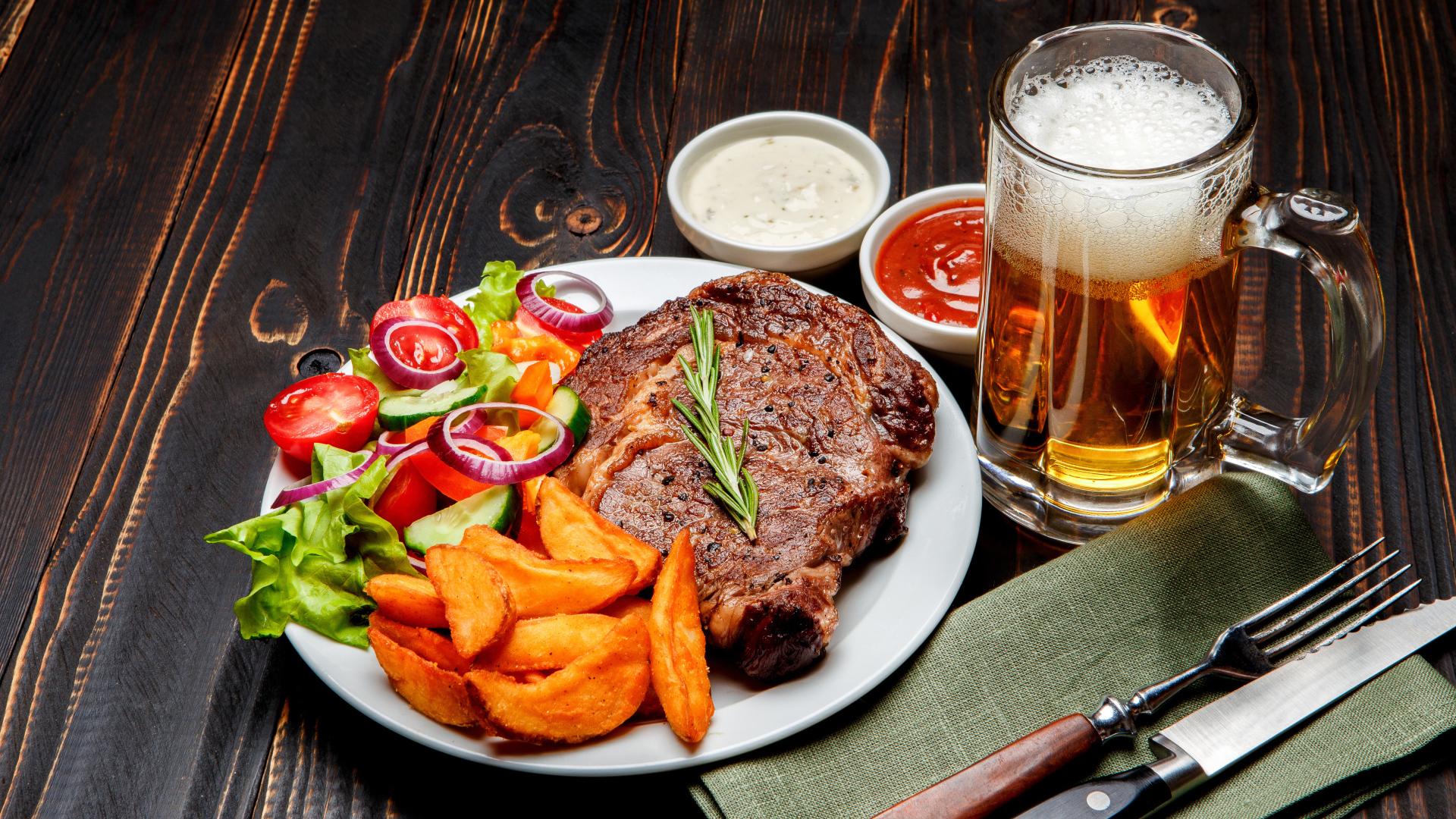 пиво и стейк