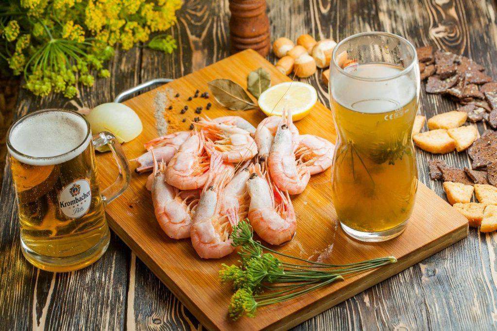 пиво и креветки